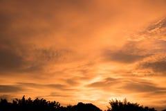 Ландшафт Sillhouette на заходе солнца Стоковые Изображения RF