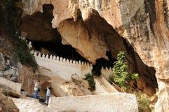 Лаос: Пещеры Ou Пак с тысячами Buddhas стоковая фотография rf