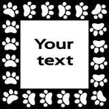 Лапка кота или собаки печатает рамку для вашей предпосылки текста Стоковые Фотографии RF