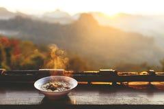 Лапша с ландшафтом горы Стоковая Фотография