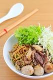 Лапша с говядиной и фрикаделькой (тайская еда) Стоковое Изображение RF