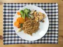 Лапша с рыбами и морковью brocoli Стоковые Фото