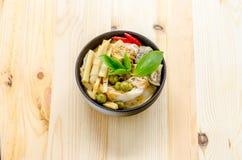 Лапши риса в соусе карри цыпленка с овощами Стоковая Фотография RF