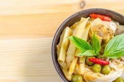 Лапши риса в соусе карри цыпленка с овощами Стоковое Изображение