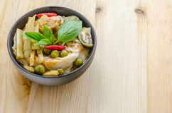 Лапши риса в соусе карри цыпленка с овощами Стоковое Фото