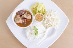 Лапши риса с пряным соусом свинины (ngiao Nam) суп лапши Стоковое Фото