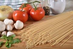 Лапши спагетти коричневого риса клейковины свободные стоковые фото