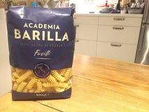 Лапши Fusilli макаронных изделий Barilla научного сообщества стоковое изображение