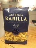 Лапши Fusilli макаронных изделий Barilla научного сообщества стоковая фотография rf