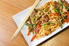 Лапши Udon с говядиной в азиатском ресторане Стоковые Фото