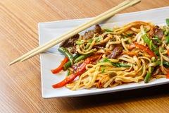 Лапши Udon с говядиной в азиатском ресторане Стоковое Фото