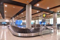 Ларнака, Кипр - 31-ое октября 2018 Заявка багажа в международном аэропорте Ларнаки стоковое фото