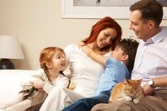 ласковая семья стоковое изображение rf