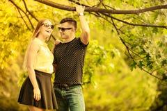 Ласковые пары в парке Стоковые Изображения