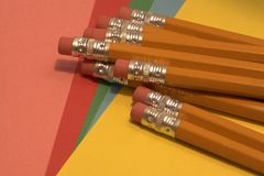 Ластик покрыл карандаши стоковые фото