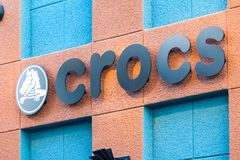 ЛАС-ВЕГАС, НЕВАДА - 22-ое августа 2016: Логотип Crocs на фронте магазина Стоковые Фотографии RF