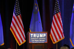 ЛАС-ВЕГАС НЕВАДА, 14-ОЕ ДЕКАБРЯ 2015: Подиум Дональд Трамп республиканского кандидата в президенты пустой на событии кампании на  стоковые изображения rf