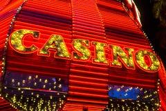 Лас-Вегас - около декабрь 2016: Неоновый знак казино на опыте улицы Fremont Улица Fremont анкер центра города II Стоковые Фотографии RF