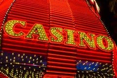 Лас-Вегас - около декабрь 2016: Неоновый знак казино на опыте улицы Fremont Улица Fremont анкер центра города я Стоковая Фотография RF