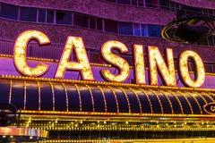 Лас-Вегас - около июль 2017: Неоновый знак казино на опыте улицы Fremont Улица Fremont анкер центра города II Стоковое фото RF