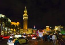 Лас-Вегас, Соединенные Штаты Америки - 7-ое мая 2016: Сцена ночи вдоль прокладки в Лас-Вегас на Неваде стоковые фото