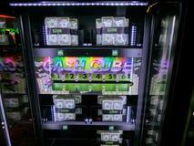 Лас-Вегас, Соединенные Штаты Америки - 11-ое мая 2016: Торговые автоматы в казино Fremont Стоковая Фотография