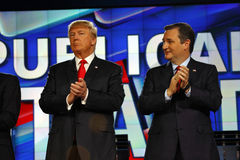 ЛАС-ВЕГАС, NV - 15-ОЕ ДЕКАБРЯ: Республиканский сенатор Тед Cruz и Дональд j США кандидатов в президенты Хлоп козыря на республика Стоковые Изображения RF
