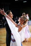 ЛАТВИЯ, РИГА: Пара танца выполняет взрослую стандартную программу на ба Стоковая Фотография RF