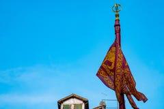 Латвия с огромным латышским флагом стоковые изображения