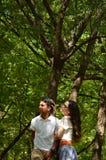 Латинские предназначенные для подростков пары с эмоциями, outdoors Стоковое Фото