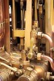 латунный двигатель пускает пар по трубам Стоковая Фотография