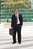 латынь удерживания бизнесмена портфеля Стоковые Фото