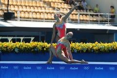 Лаура Auge и Margaux Chretien Франции состязаются во время круга дуэта синхронного плавания предварительного на 2016 Олимпиадах Стоковое Изображение RF