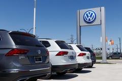 Лафайет - около апрель 2018: Автомобили Фольксвагена и дилерские полномочия SUV VW среди производителей автомобилей ` s мира самы Стоковая Фотография
