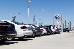 Лафайет - около апрель 2018: Автомобили Фольксвагена и дилерские полномочия SUV VW среди производителей автомобилей ` s мира самы Стоковые Фотографии RF
