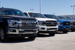 Лафайет - около апрель 2018: Местный автомобиль Форда и дилерские полномочия тележки Форд продает продукты под брендами Линкольна Стоковые Изображения RF