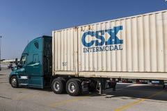 Лафайет - около сентябрь 2017: Тележка CSX связанная с использованием различных видов транспорта CSX связанный с использованием р Стоковое Фото