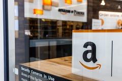 Лафайет - около февраль 2018: Магазин Амазонки на Purdue Клиенты магазина кирпич-и-миномета могут получить продукты от Амазонки c Стоковое Изображение RF