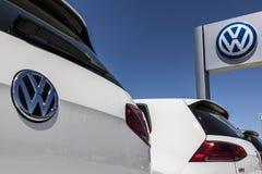 Лафайет - около июнь 2017: Автомобили Фольксвагена и дилерские полномочия SUV VW среди производителей автомобилей ` s мира самых  Стоковая Фотография