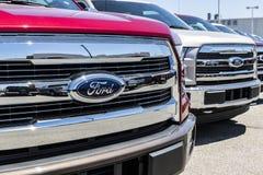 Лафайет - около июнь 2017: Местные дилерские полномочия автомобиля и тележки Форда Форд продает продукты под брендами Линкольна и Стоковые Изображения RF