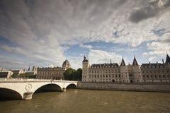 Ла Conciergerie, бывший королевский дворец и тюрьма в Париже Стоковые Фотографии RF