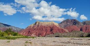 Ла pollera de Ла coya, красная гора в Аргентине Стоковые Фото