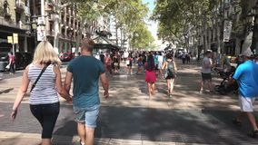 Ла Rambla в Барселоне Испании акции видеоматериалы