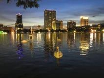 Лебедь в центре города изображения предпосылки Орландо стоковое изображение