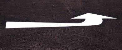 левая маркировка указывая дорога Стоковые Изображения