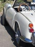 Левая сторона старого великобританского классического автомобиля Определенный взгляд левого света кабеля, приборной панели и сияю Стоковые Фото