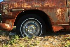 Левый обвайзер покинутого автомобиля Стоковые Фото