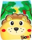 Лев милый в одичалой предпосылке Стоковое Фото