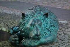 Лев спать каменный Стоковая Фотография RF