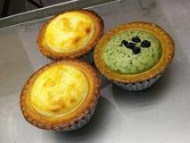 Легкий и очень вкусный мини домодельный пирог, cream chesses, зеленый чай, chesse манго cream на подносе печи, мини пироге Стоковая Фотография RF